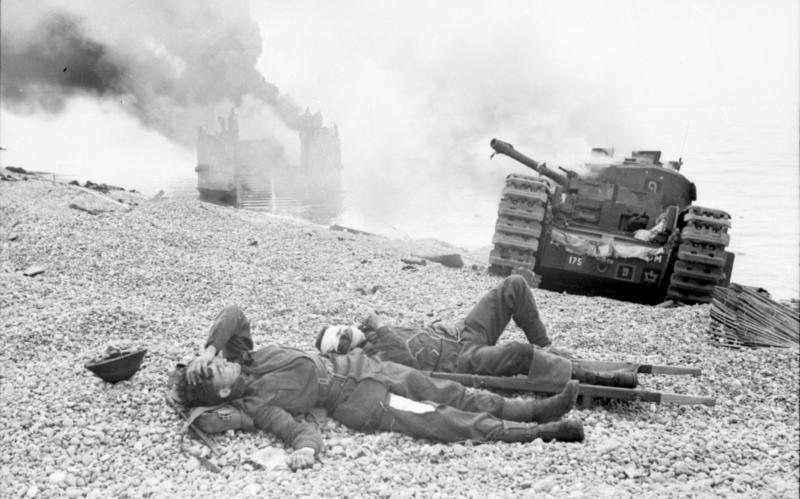 Bundesarchiv_Bild_101I-291-1205-14,_Dieppe,_Landungsversuch,_alliierte_Soldaten