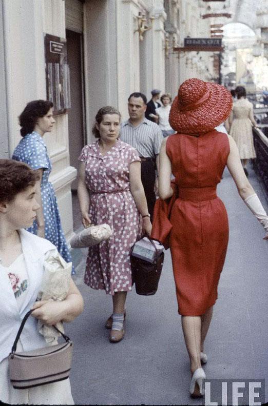 da880214e2b7 Модели Christian Dior в советской Москве 1959 года (фотогалерея ...