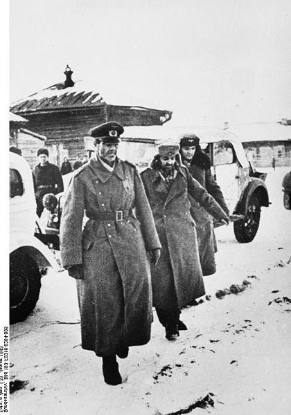 420px-Bundesarchiv_Bild_183-F0316-0204-005,_Russland,_Paulus_in_Kriegsgefangenschaft