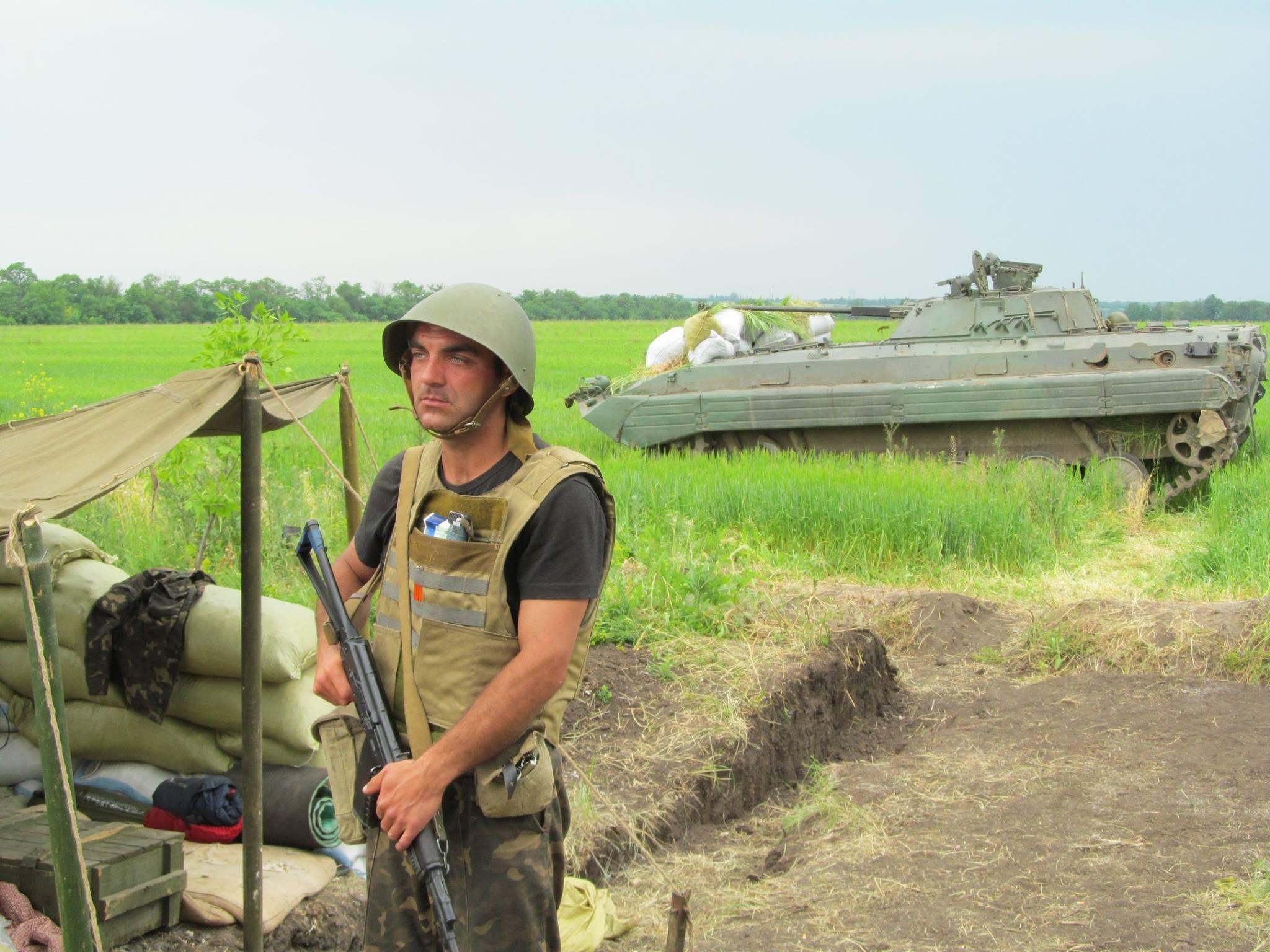 Цивилизованный евроукраинец готовится показать колорадам и ватникам, где раки зимуют