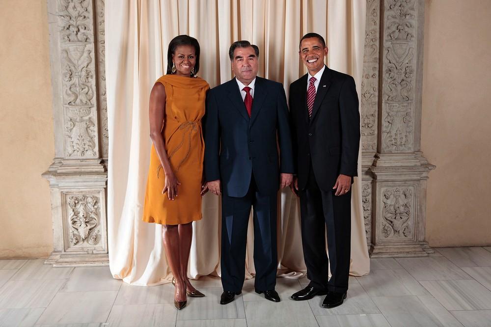 Августейшая чета сосветочем демократии иправ человека— президентом Таджикистана. Судя пошироким улыбкам, «уматросов нет вопросов».