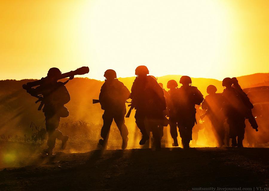 Все фотографии втексте— сучений «Восток-2014». Вних приняли участие 150000человек. Через год такие движения войск мыуже несможем себе позволить.