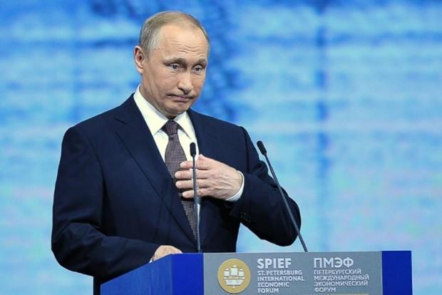 886004-le-president-russe-vladimir-poutine-a-saint-petersbourg-le-17-juin-2016
