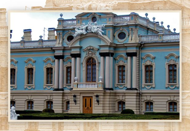 Мариинский дворец вЦарском саду. Построен позаказу императрицы Елизаветы в1744году. Проект встиле барокко разработан санкт-петербургским архитектором Бартоломео Растрелли